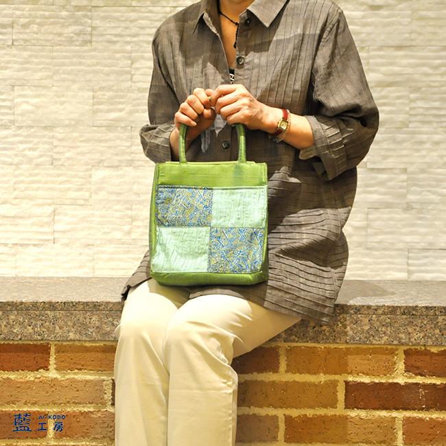 シルクの小さめハンドバッグ