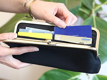カードポケットは片側4箇所×2で合計8箇所