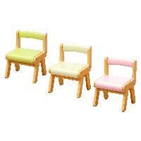 座面と背もたれにPVCを使ったキッズチェア。座面が汚れてもすぐに拭けば簡単に落ちるのでお手入れがし易く、お子様ものびのびと使用できます。送料無料 キッズチェア ナチュラル シンプル PVC お手入れし易い 子供椅子 子供チェア