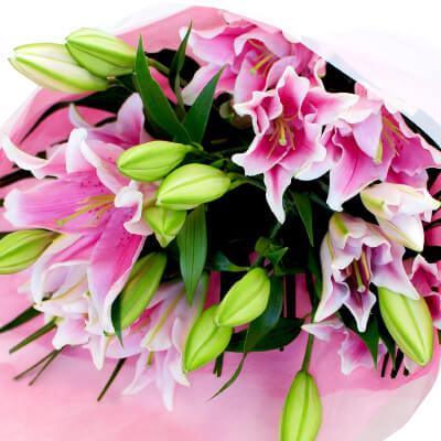 ピンクユリの花束