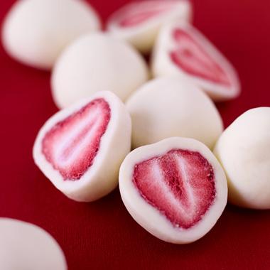 甘酸っぱい苺にクーベルチュールチョコレート