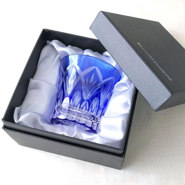 鮮やかなブルーが美しい切子グラス