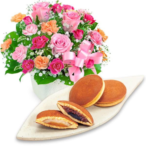 ピンクリボンのアレンジメントと【果子乃季】山の口 どらやき 10個入 a64521257 |花キューピットの2019母の日セットギフト特集