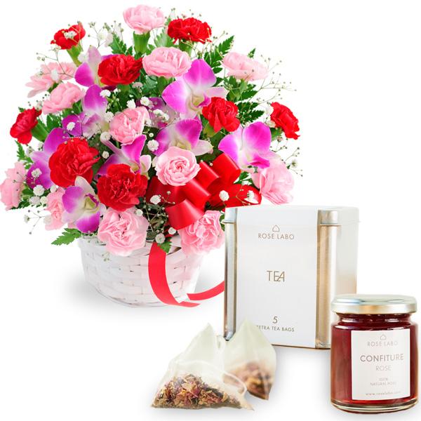カーネーションと赤リボンのバスケットと【ROSE LABO】ロシアンティーギフト ro01521282 |花キューピットの2019母の日プレゼント特集