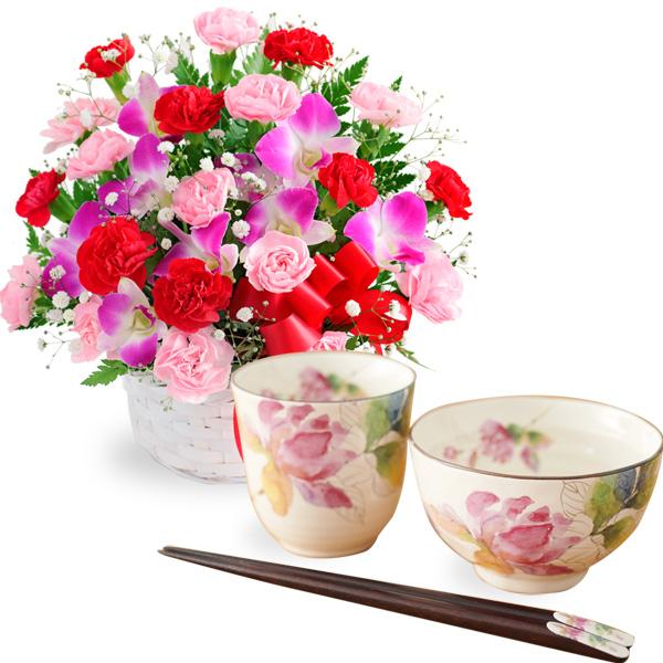 カーネーションと赤リボンのバスケットと飯碗湯呑セット ばらの香(天宝箸付き) t56521282 |花キューピットの2019母の日セットギフト特集