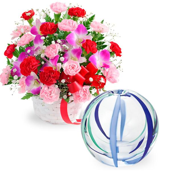 カーネーションと赤リボンのバスケットと【津軽びいどろ】一輪挿し(夏空) t58521282 |花キューピットの2019母の日セットギフト特集
