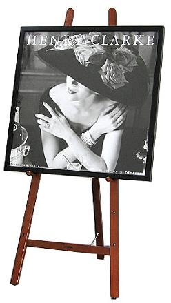 イーゼルとポスター