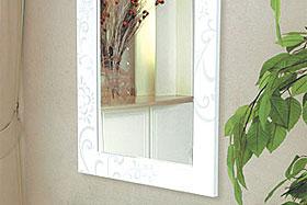 壁掛け鏡・ウォールミラー:ホワイト色の鏡