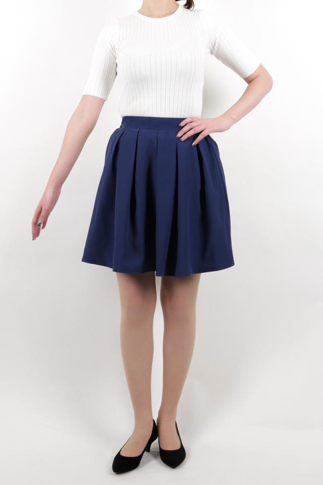 172cmのモデルが着丈50cmのスカートを着たイメージ