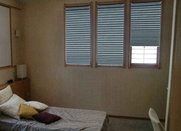 小窓用遮光断熱スクリーン
