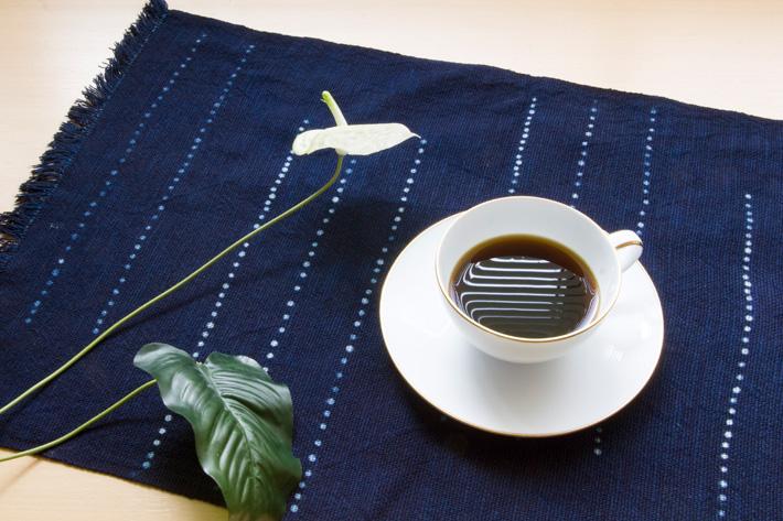 藍栽培から作った 本藍染ランチョンマット