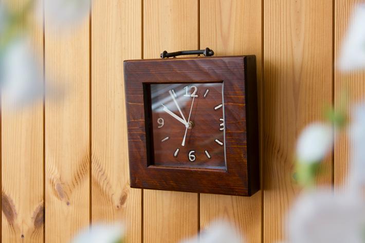 拭き漆 桧の掛時計/鉄取っ手付