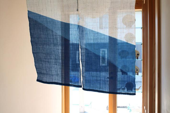 阿波藍染 暖簾 のれん 麻 90×85cm(段染め)