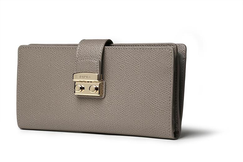 7ff7cf035900 BRAND: FURLA 1927年創業のイタリアの革製品ブランド。 今やグッチやプラダなどの高級ブランドと並び高級イタリアブランドとしての地位も有りながらも価格が比較的お  ...