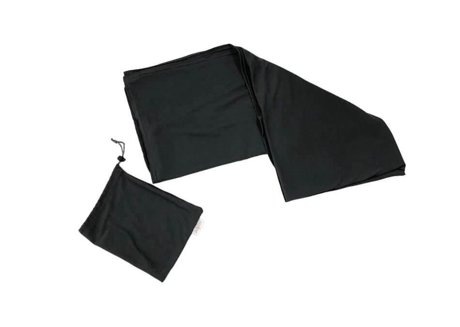 コンパクトにまとめられる袋付き。