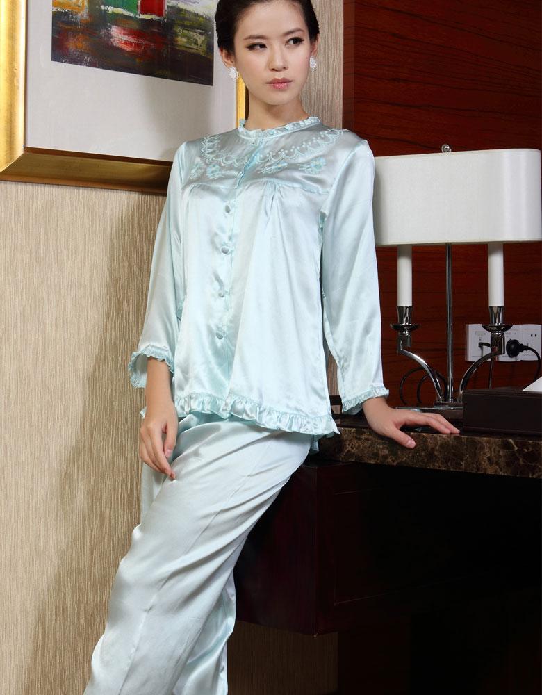 100%シルク 長袖レディースパジャマ ヘムフリル&フラワー刺繍 パウダーブルー