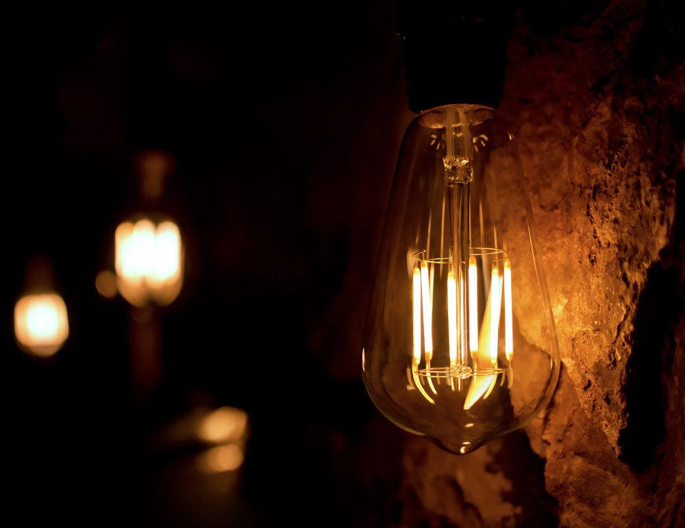 LEDクリア電球 フィラメント クリアタイプ 消費電力5W 調光器非対応タイプ 白熱電球40W相当 口金E26 電球色2200K (ST64)